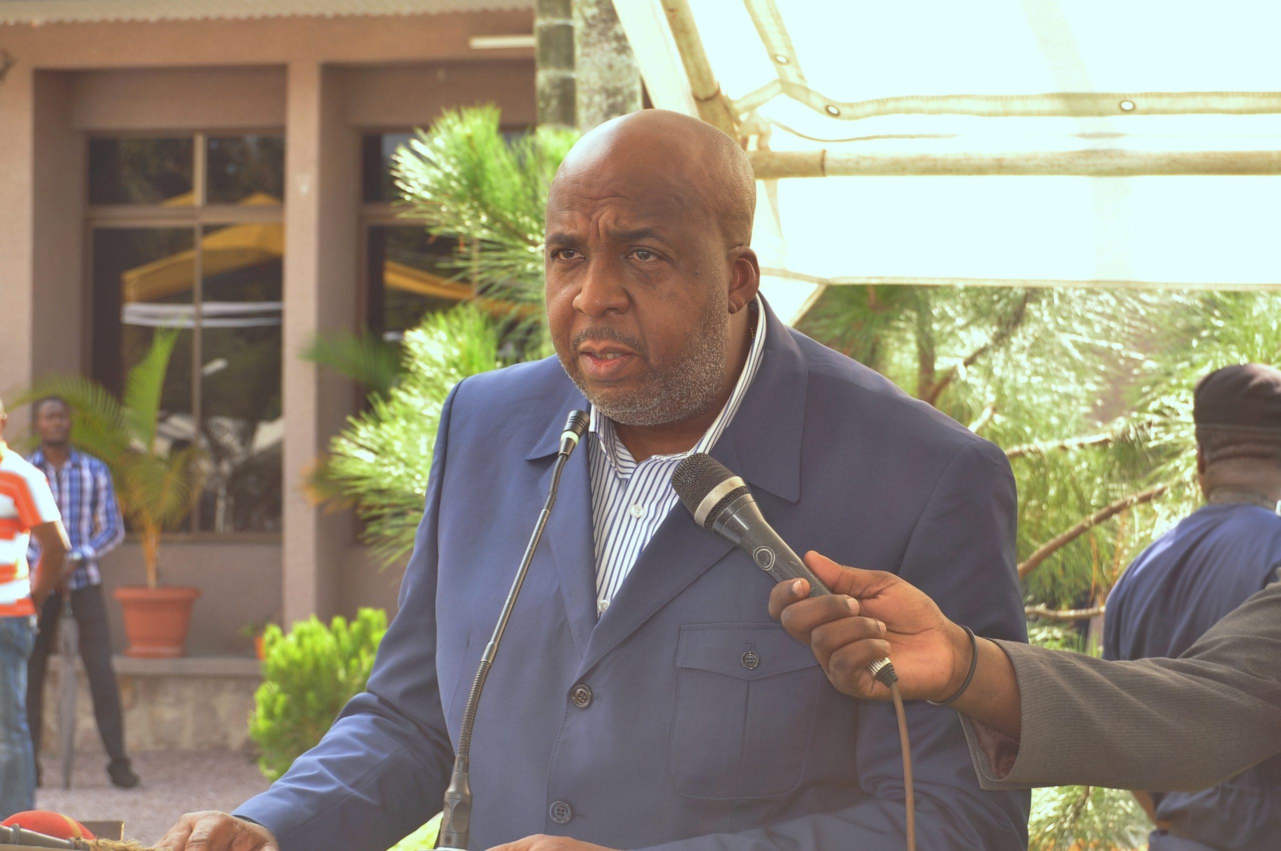Permalien vers:Le Ministre des Affaires Foncières, Mr Aimé SAKOMBI MOLENDO, en cérémonie d'échange des vœux 2020